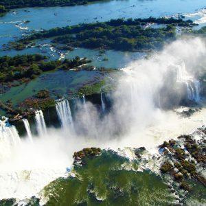 Vista_área_das_Passarelas_e_das_Cataratas_De_Foz_Do_Iguaçu_-_Brasil